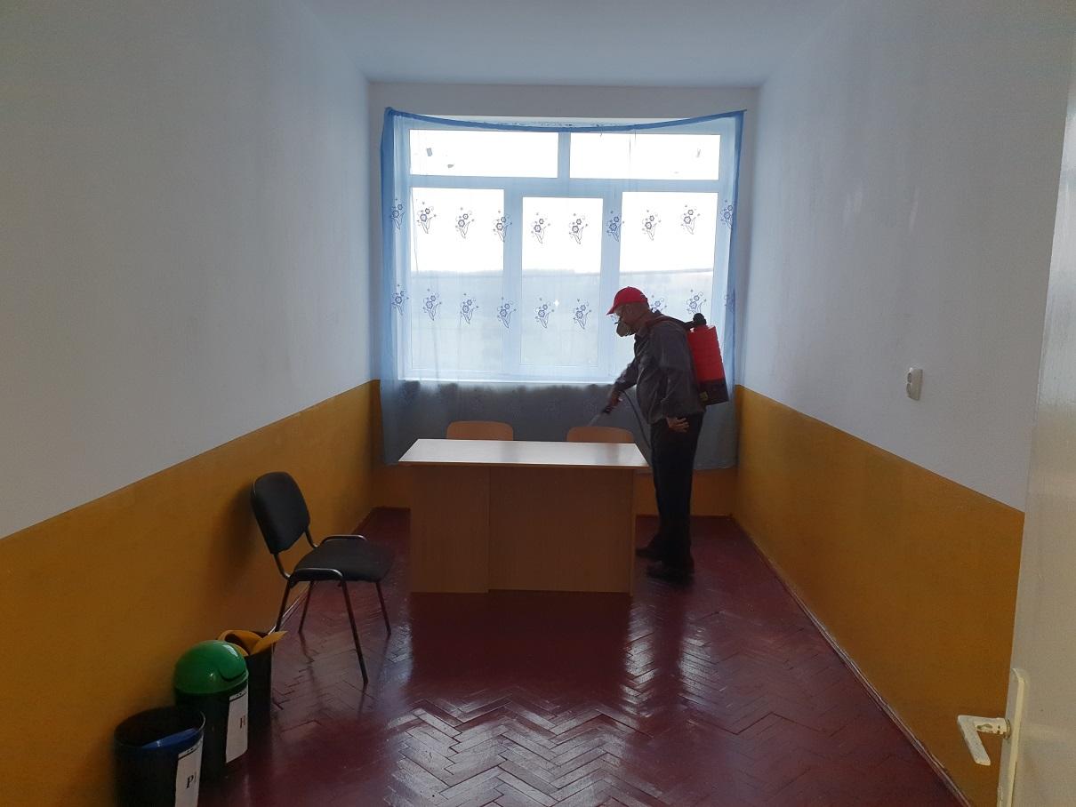 Dezinsectie scoala gimanziala Dragesti judetul Bihor